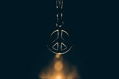 Peace (Jordi sureda) Tags: peaceandlove minimal mensaje paz fotografia light one original detail different negro luz simple