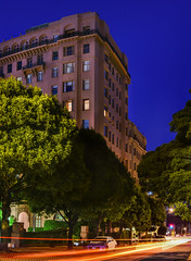 penthouse on the park (pbo31) Tags: bayarea california nikon d810 color july 2017 summer pbo31 boury evening sanfrancisco night dark black city urban penthouse lightstream traffic motion washingtonstreet lafayette park apartment pacificheights trees structure roadway panoramic large stitched panorama