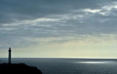 tache de lumière (jean-marc losey) Tags: france aquitaine pyrénéesatlantiques paysbasque biarritz capstmartin phare lighthouse contrejour d700