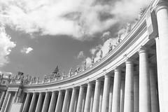 St. Peter's Square (Martha MGR) Tags: roma vaticano column colunas italy viagem tri blackandwhite monochrome canoneosdigitalrebelxs marthamgr marthamgraymundo praçadesãopedro