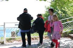 Königsstuhl, Besucher (julia_HalleFotoFan) Tags: rügen inselrügen jasmund nationalparkjasmund königsstuhl viktoriasicht buchenhochwald herthasee halbinseljasmund kreidefelsen