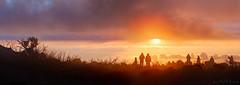 Le lever du soleil et les curieux