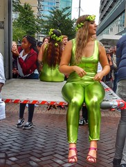 Green vs Green (sander_sloots) Tags: girls shiny outfits summer carnival zomercarnaval pakjes groene green tight ladies dames strak rotterdam karel doormanstraat lijnbaanflat schréder alura armatuur lantern lantaarnpaal lamppost laadklep tattoo spandex
