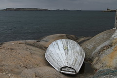 Boat and sea (Malabar.) Tags: norway sea shore oldboat nevlunghavn