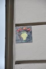 Anonyme (emilyD98) Tags: street art insolite rue mur wall urban exploration paris collage peinture flowers fleurs dessin artiste anonyme city ville