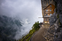Das Gasthaus (Chris Buhr) Tags: aescher wildkirchli schweiz alpen berge outdoor landschaft wolken clouds swiss switzerland natur wandern leica m10 35mm wanderlust chris buhr