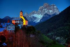 Dolomite Dusk (hapulcu) Tags: collesantalucia alpen alpes alpi alps belluno dolomites dolomiti italia italie italien italy veneto primavera printemps spring