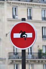 Clet Abraham (emilyD98) Tags: street art insolite rue mur wall urban exploration paris panneau sticker autocollant road sign roadsign fake clet abraham silhouette sens interdit city ville