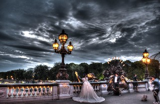 Wondering bride in Paris