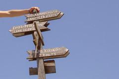Arrows (egotoagrimi) Tags: aegean greece ammoudia plateau hikingtrails ικαρία αμμούδια signpole raches πινακίδα ράχεσ μαγγανίτησ august hiking μονοπάτια