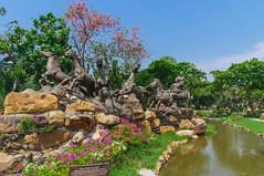 DSC02929.jpg (iakiyan) Tags: бангкок вода деревья достопримечательность лошадь парк простофото путешествие расстения статуи тайланд2017 цветы