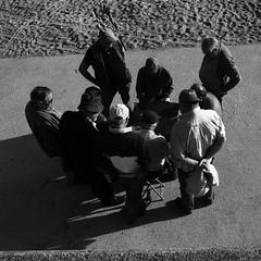 Playing cards (Francisco (PortoPortugal)) Tags: 1652017 20161026fpbo4397 pb bn bw monocrome pessoas people cartas cards porto portugal portografiaassociaçãofotográficadoporto franciscooliveira