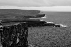 Inis Mór 2 (Jethro_aqualung) Tags: cliff cliffs sea ocean water atlantic atlantico bn bw oceano monochrome landscape ireland irlanda éire aran island clare inishmore nikon d3100 nature wild