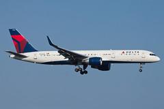 Delta Air Lines Boeing 757-200 N555NW (jbp274) Tags: sna ksna johnwayneairport airport airplanes delta dl boeing 757
