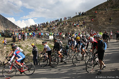 IMG_1696-167 (Fabrizio Malisan Photography @fabulouSport) Tags: tifosi sport fans spectators crowd briancon ciclismo coldizoard cycling fmphotoscouk fabriziomalisanphotography izoard tdf17 tourdefrance tourdefrance2017 france warrenbarguil chrisfroome barguil froome aru fabioaru sky teamsky sunweb team landscape frenchalps velo cyclisme hautesalpes procycling cyclingphotography cyclingphotographer cicloturismo tour touring travel bike biking bikers ride riding rider riders paysage paysages paesaggio paesaggi mountain mountains alps alpes alpi alpine stage stage18 tourdefrance2017images tourdefrance2017photos tourisme turismo tourism caravane la lacaravane lacaravanedutourdefrance skoda carrefour pois maillotapois