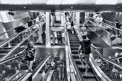 Garibaldi 5 (isnogud_CT) Tags: garibaldi statione bahnhof ubahn underground neapel italien rolltreppe treppe treppauf