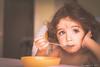 * (G.Mallofret) Tags: children girl bebe niña canon6d ef50mmf14usm g mallofret comiendo mirada portrait retrat retrato