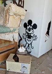 Nuclear Mickey (cowyeow) Tags: salton graffiti painting art abandoned saltonsea old desert california usa america bombaybeach beach weird odd trippy strange bizarre folkart wall white funny mutant mutated cartoon disney mickeymouse radio oldradio hole sofa couch ugly