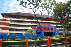 PDAM Kota Surabaya (Everyone Sinks Starco (using album)) Tags: surabaya eastjava jawatimur building gedung architecture arsitektur office kantor
