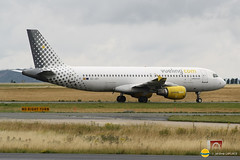 Vueling  EC-JSY  A320-214  Conny Baraja (airbus02) Tags: vueling roissy airbus a320 cdg