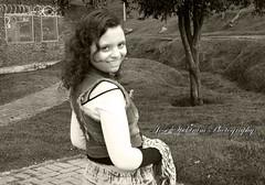 risas (josespektrumphotography) Tags: risas mujer modelo parque coqueta blancoynegro posando linda hermosa josespektrumphotography