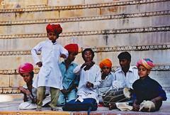 20031031 India-Rajastán (02) Jaisalmer (Nikobo3) Tags: asia india rajastán jaisalmer urban travel viajes película fujicolorsuperia100iso nikon nikonf70 f70 sigma28105284 nikobo joségarcíacobo flickrtravelaward ngc street social color culturas people gentes