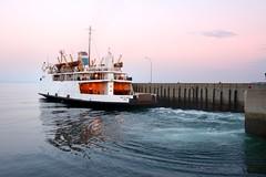 Départ vers l'aute rive... (Lucien-Guy) Tags: traversier bateau boat ferryboat fleuve stlaurent river québec rive stsiméon charlevoix rivièreduloup basstlaurent nikon d7100