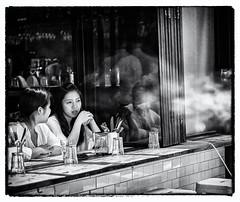 Friends - Hongkong 32/188 (*Capture the Moment* (back 4 September)) Tags: 2017 hongkong menschen people sonya7m2 sonya7mii sonya7mark2 sonya7ii sonyfe70200mmf28gmoss sonyilce7m2 scharzweiss monochrome street streetlife streetscene