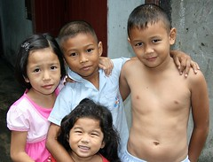 children (the foreign photographer - ฝรั่งถ่) Tags: four children kids khlong thanon portraits bangkhen bangkok thailand canon kiss