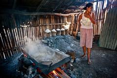 Salt making in Ulmera - 17-09-09-12 (undptimorleste) Tags: timorleste hard labor pans salt seaseaslat ulmera woman women work
