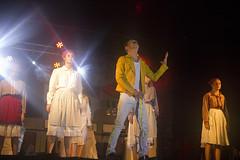 En la imagen se puede ver un momento de la actuación de la txaranga Hegarriak titulada 'La fábrica Triangle Shirtwaist con Queen'