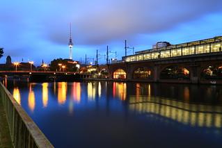 Berlin Spree Jannowitzbrücke 2017-07-25 - blaue Stunde