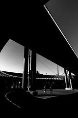 Elevated Highway - Halle (Saale) (Picturepest) Tags: streetphotopgraphy person personen persons people leute streetscene strassenszene publicplace öffentlicherplatz city urban urbanity urbanstreet europe europa schwarzweis schwarzweiss sw blackwhite bw blackandwhite schwarzweisfotografie schwarzweissfotografie monochrome noir twit twart halleandersaale hallesaalehallegermanysachsenanhalthigh way hochstrasse schatten shadow einfarbig minimalismus minimalism minimalistic minimalistisch