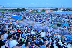 lots of audience. (cate♪) Tags: 足立区花火大会 河川敷 ships people movement river bridge fireworks