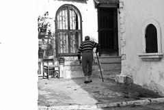 La fatica della vita (Roybatty63) Tags: nikon d80 bn bw blackandwhite blackwhite streetphotography street anziano vecchio biancoenero peschici