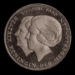 Two Queens (FotoCorn) Tags: beatrix queen coin knaak macro happymacromonday juliana daalder bw macromonday hmm happymacromondays macromondays rijksdaalder 52of2017