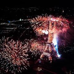 Joyeux 14 juillet! (Zeeyolq Photography) Tags: 14 14juillet eiffeltower fireworks july paris france nuit