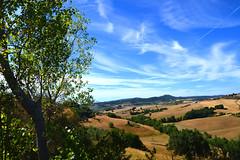 Val di Chiana (Mauro e Irene) Tags: valdichiana toscana italia italy nikon d3100 landscape countryside campagna tuscany sky