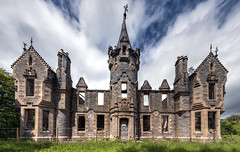 Dunalastair castle - Scotland (Jan Hoogendoorn) Tags: unitedkingdom scotland dunalastaircastle vervallen verlaten abandoned decayed kasteel castle mountalexander