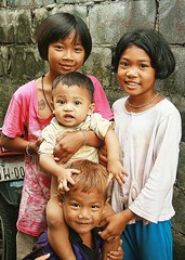 children (the foreign photographer - ฝรั่งถ่) Tags: four children kids two boys girls khlong thanon portraits bangkhen bangkok thailand canon kiss
