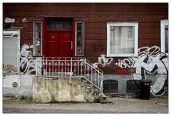 No. 7 (frodul) Tags: architektur ausenansicht banister fassade fenster gebäude geländer outdoor reflection reflektion spiegelung stair stairrail treppe hannover hannoverlinden graffiti rot red tür door niedersachsen deutschland