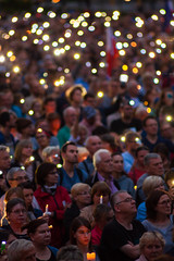 _MG_6047 (Sakuto) Tags: crowd people poznan light blur dof portrait