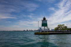 Light at the entrance to the harbor lock (dharder9475) Tags: 2017 chicagoharborlock chicagoriver lakemichigan light lighthouse privpublic water