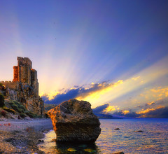 Once upon a time ... (Gio_guarda_le_stelle_on/off) Tags: sunset sea seaside seascape clouds sunbeam castle fortress middleage itay yellow mare costa calabria blu blue raggi sole nuvole castello fortezza spiaggia estate summer canon eos 2470 landscape