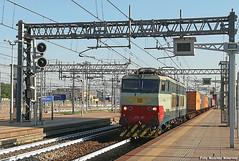 Attenzione,607 in transito.. (Massimo Minervini) Tags: e656 e656607 fs tc containers milanorogoredo mir mercitalia stazione e656originale