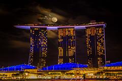 Full Moon Rising (The Happy Traveller) Tags: singapore nightscenery nightphotography nightshot marinabaysandsresortcasino architecture