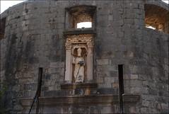 Murallas de Dubrovnik (Croacia, 16-6-2017) (Juanje Orío) Tags: dubrovnik croacia 2017 muralla escultura estatua sculpture wall patrimoniodelahumanidad worldheritage whl0095