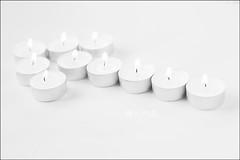 Proyecto 201/365 (Art.Mary) Tags: velas flecha flèche bugies candles canon blanc blanco white bodegón stilllife naturemorte proyecto365 arrow llama flame flamme fuego fire feu