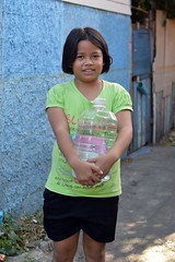 large girl with a large water bottle (the foreign photographer - ฝรั่งถ่) Tags: jul42015nikon large girl water bottle plastic khlong lat phrao portraits bangkhen bangkok thailand nikon d3200