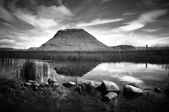reflexion (Tiph Haine) Tags: sony alpha 7ii sonyalpha7ii sonyfrance fullframe pleinformat 28mm primelense sony28mf2 amateur lightroom tpix french français france discover travel tourism voyage islande iceland snaefellsnes landscape waterfall mountain kirkjufell bw blackandwhite nb noiretblanc bwphotography